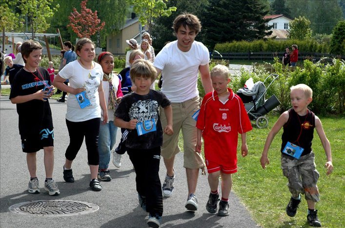 "2 Articles + Video: ""Alexander Rybak ran for life"" – ""Supported UNICEF"". June 3th, 2010"